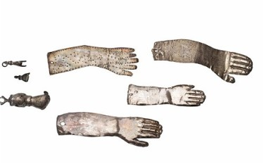 London amulet-hands_2039631c